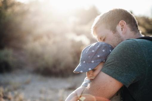 Alimentų nemokančius tėvus siūloma pripažinti valstybės skolininkais