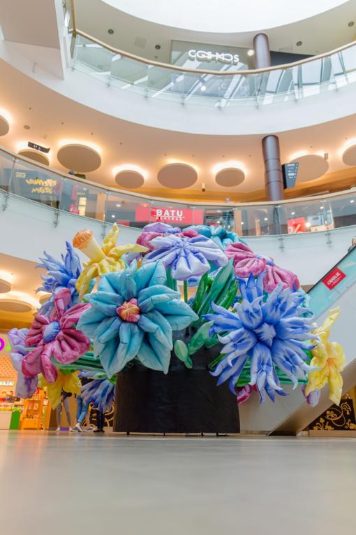 Didžiausia gėlių puokštė šalyje eksponuojama Šiauliuose