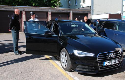Utenos policijos pareigūnams pristatytas prabangus automobilis