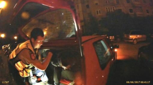 Klaipėdoje nusikaltimo vietoje pričiupti du įtariamieji vagystėmis iš automobilių