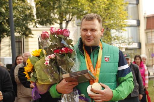 Parolimpinių ir kurčiųjų žaidynių čempionai turės teisę gauti pirmojo laipsnio valstybinę pensiją