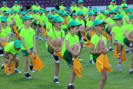 Alytaus miesto stadione – smagi 500 vaikų mankšta