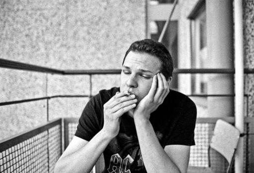 Vėl siūloma uždrausti rūkyti daugiabučių balkonuose