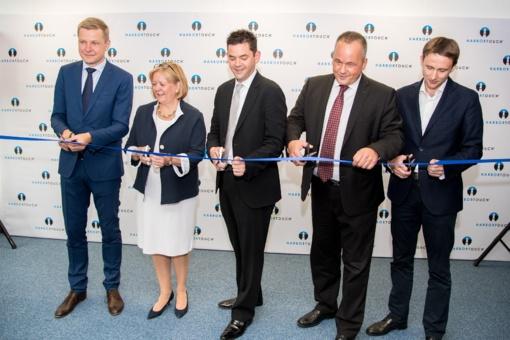 """Vilniuje atidaromas atsiskaitymo terminalų milžinės """"Harbortouch"""" padalinys"""
