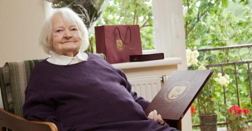 Universiteto diplomas įteiktas po 69 metų