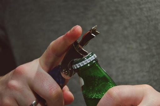 Seimas nepritarė siūlymui priverstinai gydyti alkoholikus