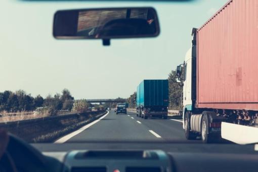 Kelių dangos sausos, eismo sąlygos geros