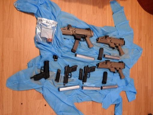 Jonavos policijos laimikis - tikras ginklų arsenalas