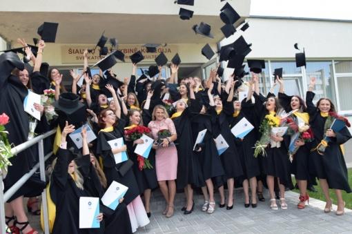 Absolventai vis rečiau ieško darbo