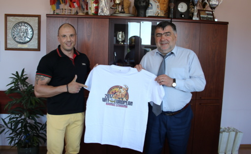 Padėka merui – Europos kultūrizmo ir fitneso čempionato marškinėliai