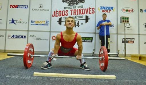 E. Valčiukas tapo pasaulio jaunimo klasikinės jėgos trikovės čempionu