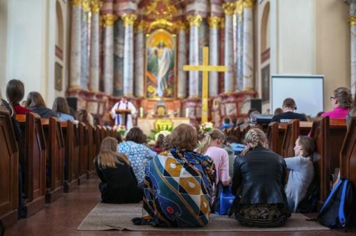 Jaunimo pamaldose išpažinčių klausys daugiau nei 100 kunigų