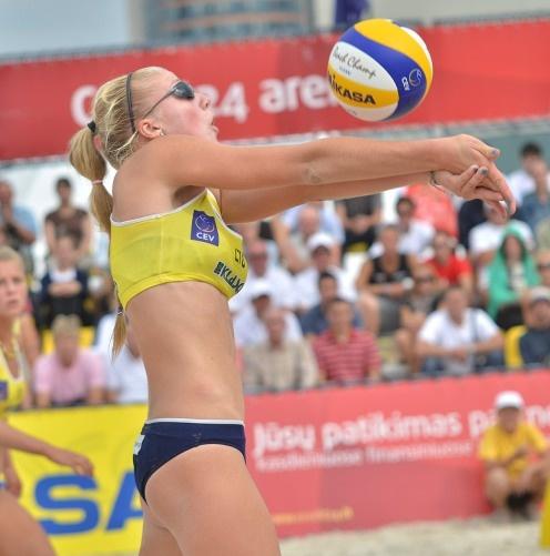 Paplūdimio tinklininkės I. Dumbauskaitė ir M. Povilaitytė turnyre Kinijoje pateko į ketvirtfinalį