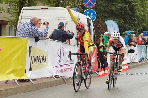 Lietuvos dviračių plento jaunių grupinių lenktynių čempionais tapo M. Rastauskaitė ir R. Zubrickas