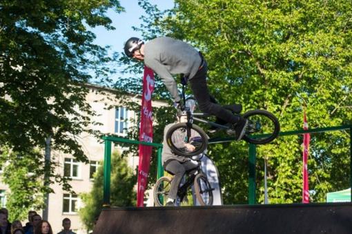 Pakruojo rajono gyventojai kviečiami savo miestui laimėti riedlenčių parką