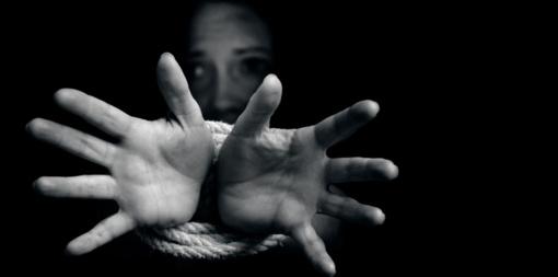 Prekyba žmonėmis: koordinuota kova ir pagalba aukoms