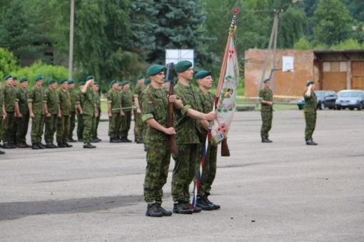 Su nuolatine privalomąja pradine karo tarnyba atsisveikino daugiau nei šimtas Birutės ulonų bataliono karių