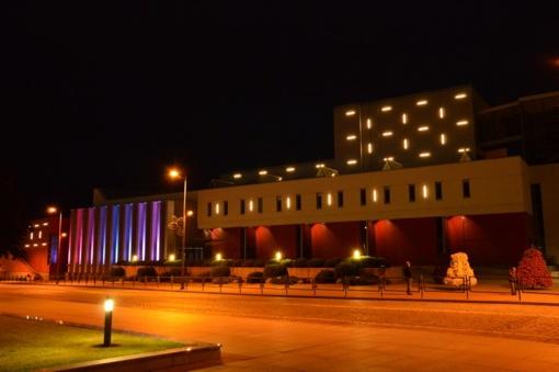 Šviesų projektas ant dar vieno J. Basanavičiaus aikštės pastato