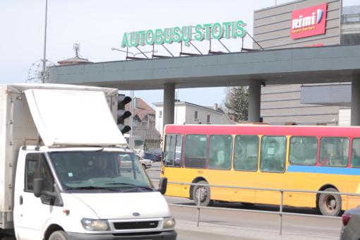Šiauliuose autobuso vairuotojas užpuolė nepilnametę