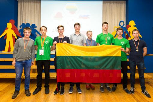 Vilniaus licėjaus mokiniai - Baltijos šalių geografijos olimpiados lyderiai