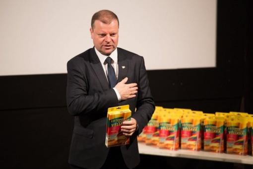 Premjero globojama trispalvės akcija pasiekė pasaulio lietuvių bendruomenes