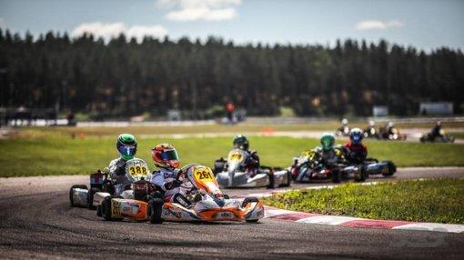 Aukštadvaryje – didžiausios sezono kartingo lenktynės