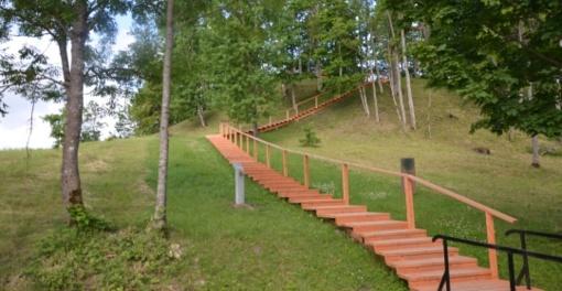 Sutvarkytas Džiuginėnų piliakalnis