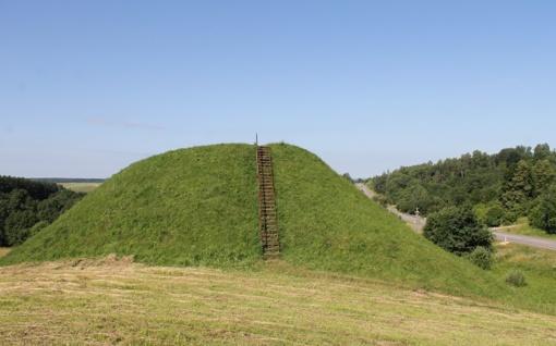 Atnaujinti Pašlavančio ir Lepelionių piliakalnių laiptai