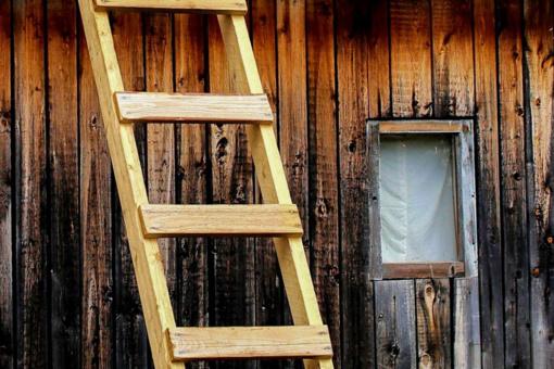 Sunkiai susižalojo nuo kopėčių nukritęs mažametis