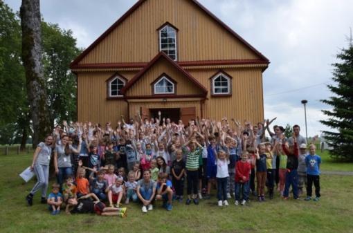 Batakiuose atidaryta krikščioniška vaikų ir jaunimo stovykla (FOTO)