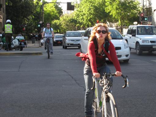 Policijos dėmesys– pėsčiųjų perėjose taisykles pažeidinėjantiems dviratininkams