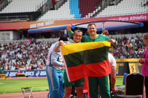 Lengvaatletis M. Bilius pasaulio neįgaliųjų čempionato rutulio stūmimo rungtyje iškovojo auksą, o D. Dundzys - bronzą