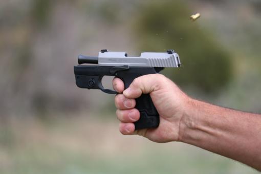 Lazdijų rajone vyras iš šaunamojo ginklo sužalojo agresyviai besielgusį jaunuolį