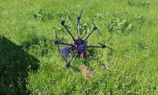 Pagėgių savivaldybėje pasieniečiai aptiko kontrabandininkų droną su cigaretėmis