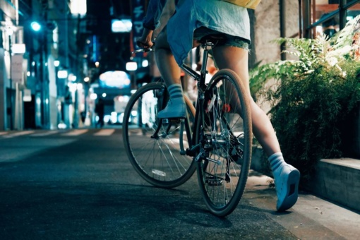 Nyderlandai planuoja finansinę paskatą dviračiu į darbą važiuojantiems žmonėms