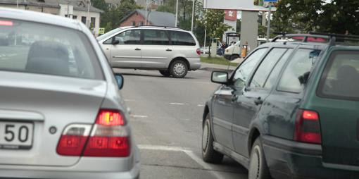 Vagys nusitaikė į automobilius