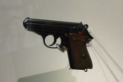 Iš kauniečio pavogti neteisėtai laikyti dujiniai pistoletai