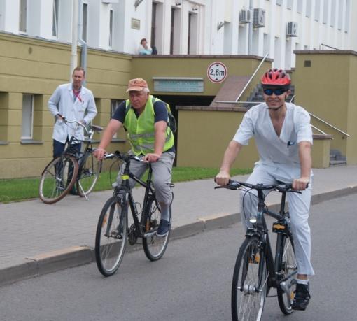 Respublikinės Šiaulių ligoninės medikai skatina važiuoti dviračiais