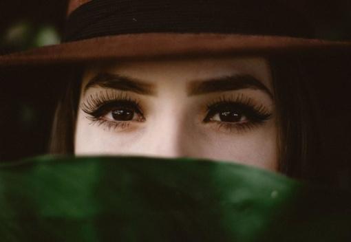 Dėl gražių blakstienų moterys linkusios vartoti ir vaistus