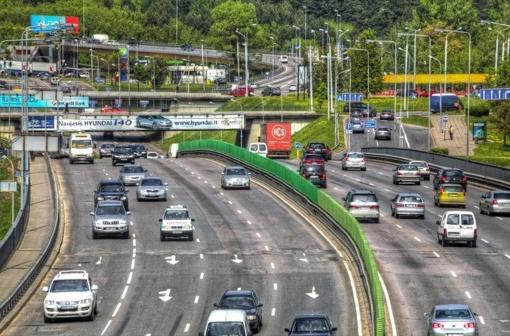 Sunkvežimių ir motociklų vairuotojai praktikos egzaminą galės laikyti su savo transporto priemone
