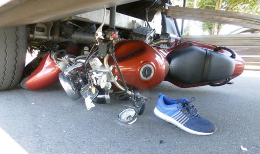 Marijampolėje motociklas susidūrė su sunkvežimiu