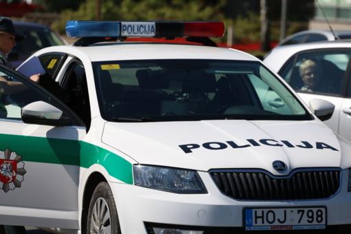 Šakių rajone neblaivus vairuotojas atsitrenkė į traktorių
