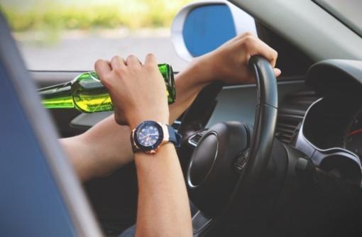 Daugiau nei pusė neblaivių vairuotojų sulaukia baudžiamosios atsakomybės