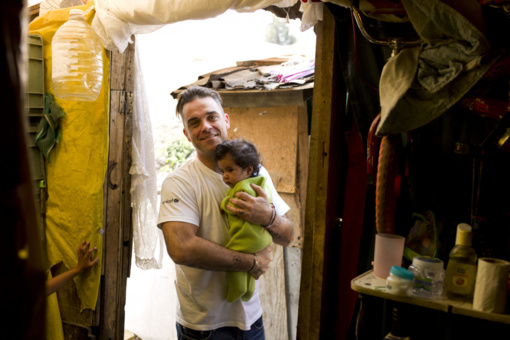 Robbie Williams į misiją Malavyje vežasi Jazzu ir D. Montvydą