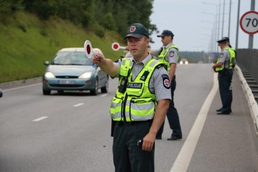 """Reido """"laimikis"""": pagiringos moterys, dviratininkas, teisės vairuoti neturintis alkoholio išvežiotojas (FOTO, VIDEO)"""