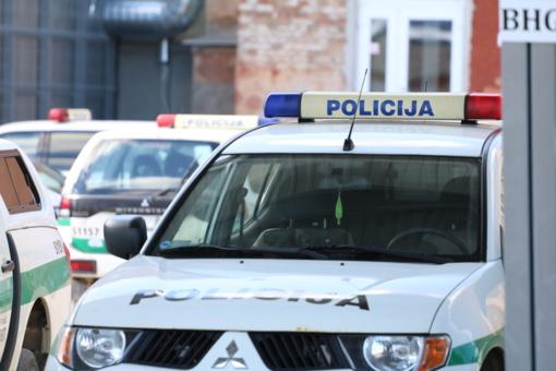 Pasipriešinę pareigūnams vyrai pristatyti į areštinę