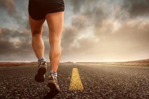 Tyrimas: 65 proc. žmonių bėgant skauda kurią nors kūno vietą