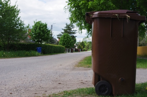 Į konteinerius sumestas atliekas siūloma pirmiausia pasverti, o tada apmokestinti