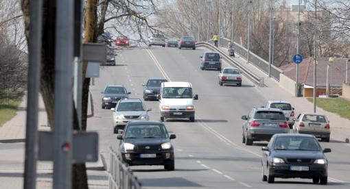 Bauda nuo 450 iki 550 eurų gresia drastiškai greitį viršijusiems vairuotojams
