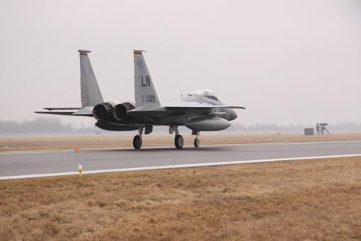 """""""Zapad"""" išvakarėse JAV stiprina oro policijos misiją: į Lietuvą atsiųsti septyni naikintuvai"""
